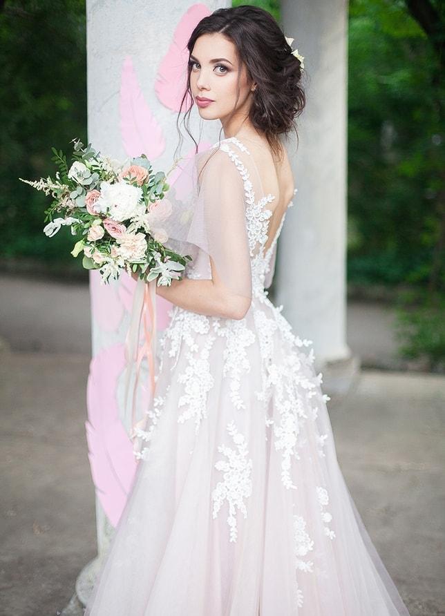 Свадебная прическа - Алена Ратушняк<br />Свадебный макияж - Анна Бут